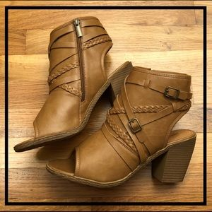 🆕 MAURICES Beautiful Brown Open Toe Buckle Boots